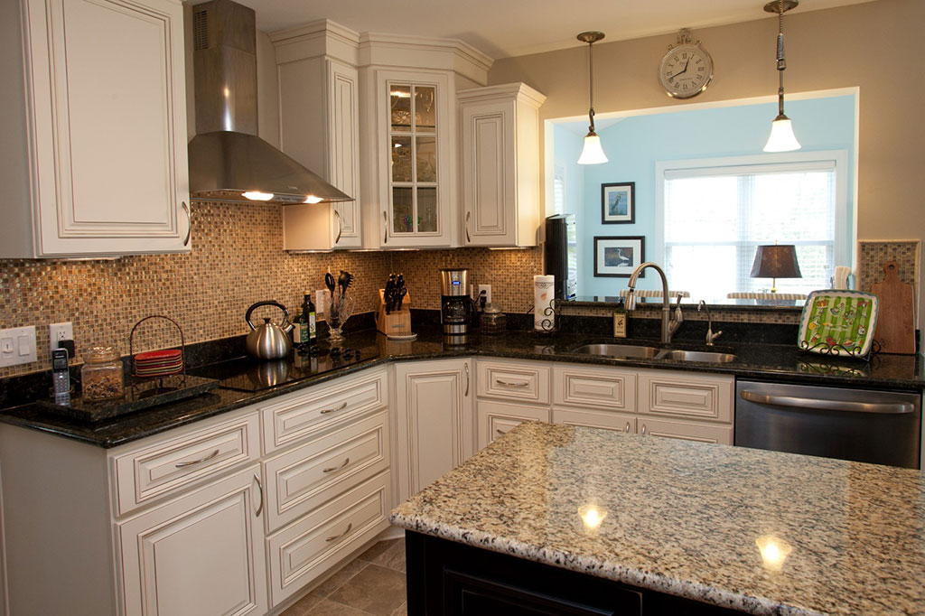 two different granite colors kitchen 3